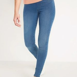 NWT Old Navy super skinny mid rise jeggings.